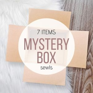 CLOTHING MYSTERY BOX // 7 Items (Mixed Sizes)